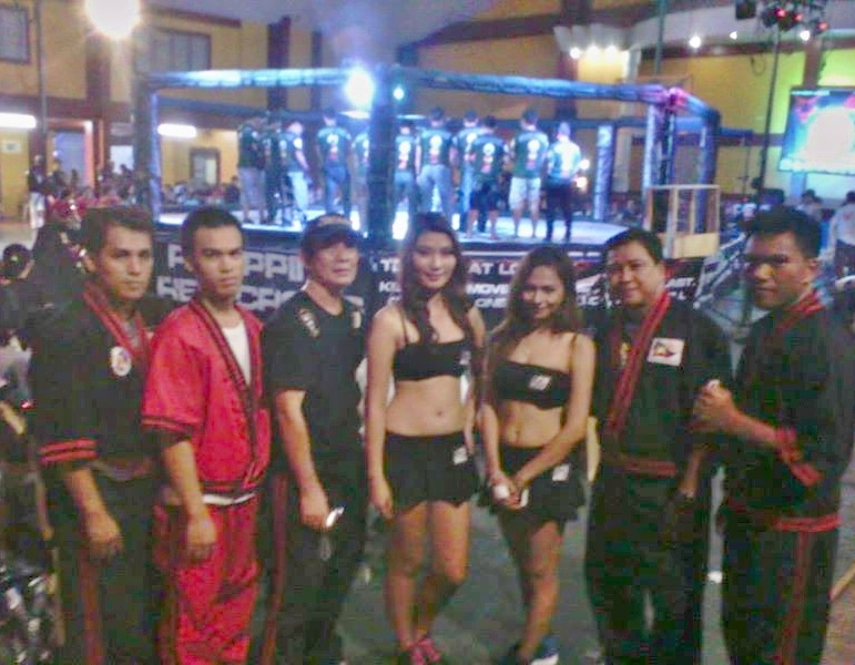 Round Girls with GM Bambit and the Demo Team